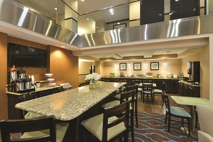 Breakfast Area | La Quinta Inn & Suites by Wyndham Indianapolis Greenwood