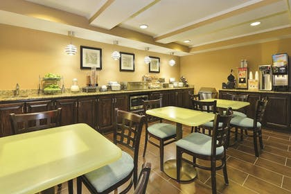 Dining | La Quinta Inn & Suites by Wyndham Indianapolis Greenwood