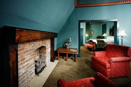 Living Area | The Crescent Hotel and Spa
