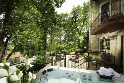 Outdoor Spa Tub | The Crescent Hotel and Spa