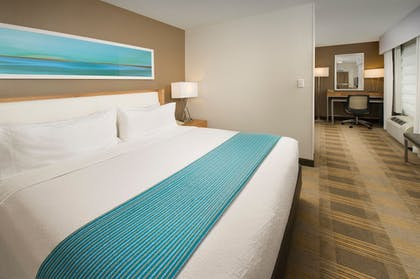 | Junior Suite, 1 King Bed, Non Smoking | Holiday Inn Miami-Doral Area