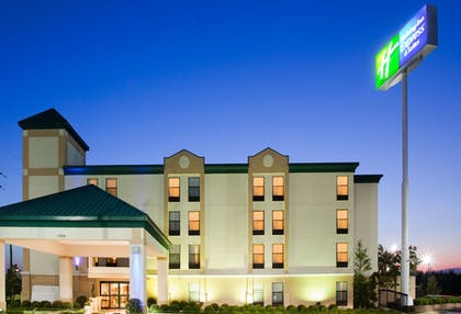 Featured Image | Holiday Inn Express Fort Bragg