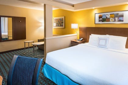 Guestroom | Fairfield Inn and Suites by Marriott Perimeter Center