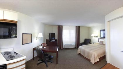 Living Area | Candlewood Suites Wichita Airport