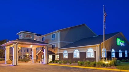Featured Image | Holiday Inn Express Deforest