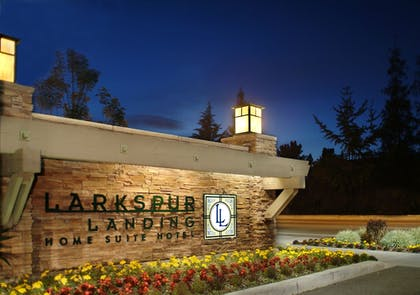Hotel Entrance | Larkspur Landing Hillsboro - An All-Suite Hotel