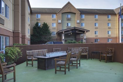 Terrace/Patio | Larkspur Landing Hillsboro - An All-Suite Hotel