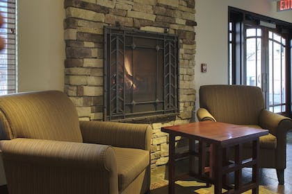 Lobby Sitting Area | Larkspur Landing Hillsboro - An All-Suite Hotel