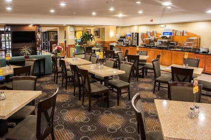 Restaurant | Holiday Inn Express Hotel & Suites Canton