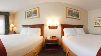 Guestroom | Holiday Inn Express Hotel & Suites Canton