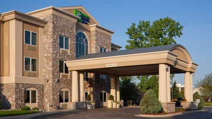 Hotel Front | Holiday Inn Express Hotel & Suites Saginaw