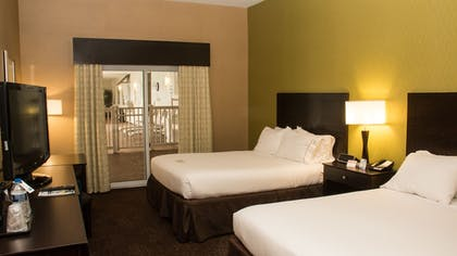 Guestroom | Holiday Inn Express Hotel & Suites Saginaw