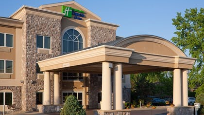 Exterior | Holiday Inn Express Hotel & Suites Saginaw