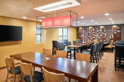 Breakfast Area | TownePlace Suites Los Angeles LAX/Manhattan Beach