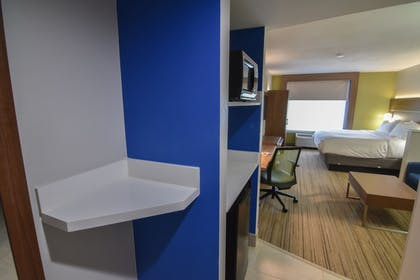 Guestroom | Holiday Inn Express & Suites Indianapolis Northwest