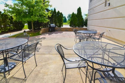 BBQ/Picnic Area | Holiday Inn Express & Suites Indianapolis Northwest