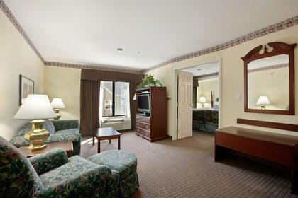 Living Area | Holiday Inn Express & Suites Indianapolis Northwest