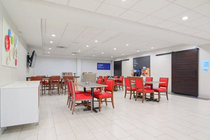Restaurant | Holiday Inn Express & Suites Indianapolis Northwest