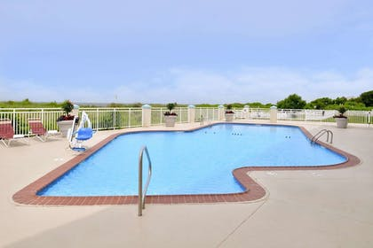 Pool | Best Western Plus Holiday Sands Inn & Suites