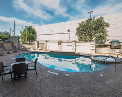 Pool      Comfort Suites Houston West at Clay Road