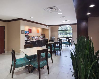 Breakfast Area      Comfort Suites Houston West at Clay Road