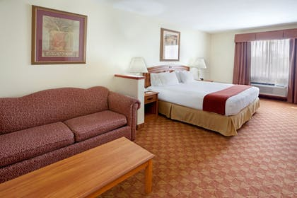 Guestroom | Holiday Inn Express Hotel & Suites Brownsville