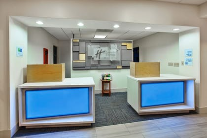 Lobby | Holiday Inn Express & Suites Manchester