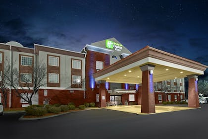 Exterior | Holiday Inn Express & Suites Manchester