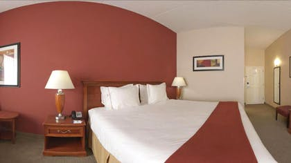 Guestroom | Holiday Inn Express & Suites Manchester