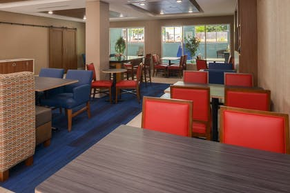 Restaurant | Holiday Inn Express East Ridge