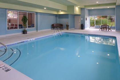Pool | Holiday Inn Express East Ridge