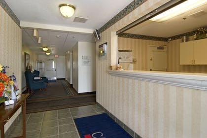Lobby | Candlewood Suites Hopewell