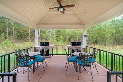 Terrace/Patio | Candlewood Suites Hopewell