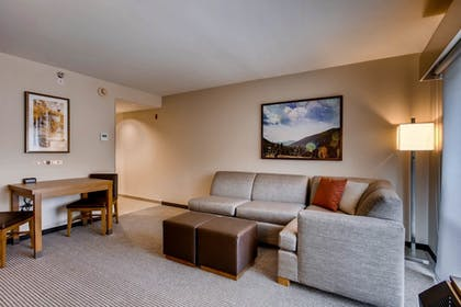 Living Area | Hyatt Place Keystone
