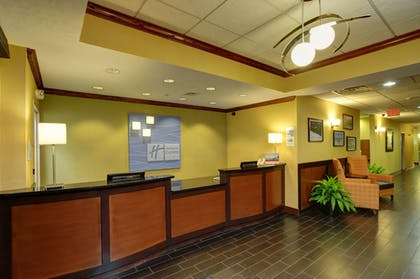 Lobby | Holiday Inn Express & Suites Midwest