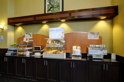Restaurant | Holiday Inn Express & Suites Midwest