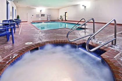 Pool | Holiday Inn Express & Suites Midwest