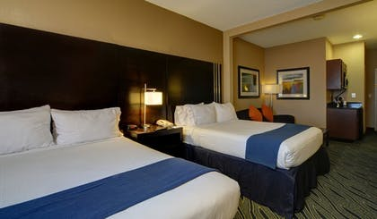 Guestroom | Holiday Inn Express & Suites Midwest