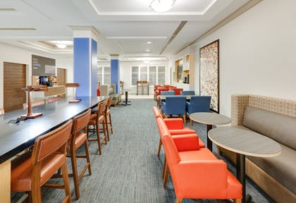 Restaurant | Holiday Inn Express & Suites I-16