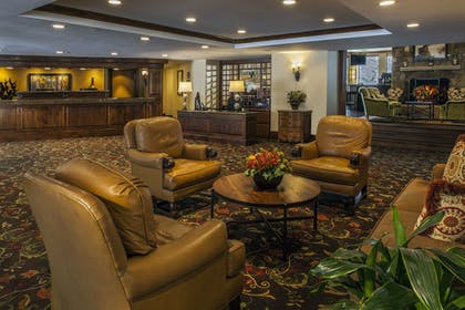 Lobby Sitting Area | The Charter at Beaver Creek