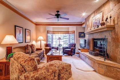 Living Room | The Charter at Beaver Creek