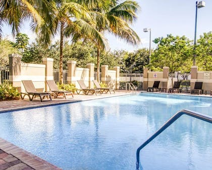 Pool | Comfort Suites Weston - Sawgrass Mills South