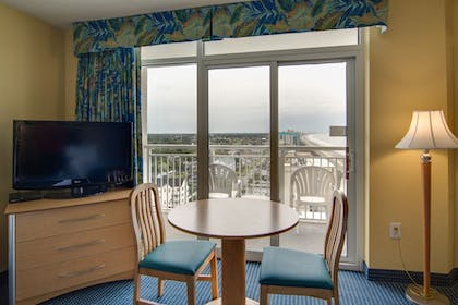 Guestroom | Bay Watch Resort & Conference Center by Oceana Resorts