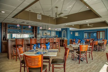 Restaurant | Bay Watch Resort & Conference Center by Oceana Resorts