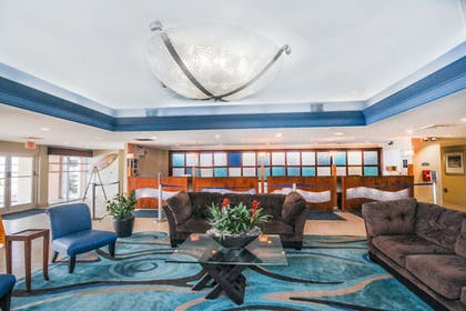 Lobby Lounge | Bay Watch Resort & Conference Center by Oceana Resorts