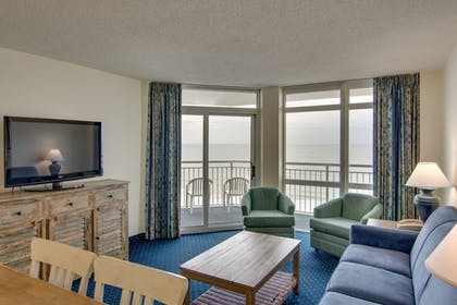 Living Room | Bay Watch Resort & Conference Center by Oceana Resorts