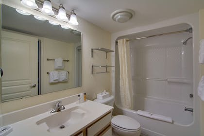 Bathroom | Bay Watch Resort & Conference Center by Oceana Resorts