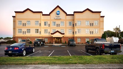 Hotel Front | Best Western Airport Suites