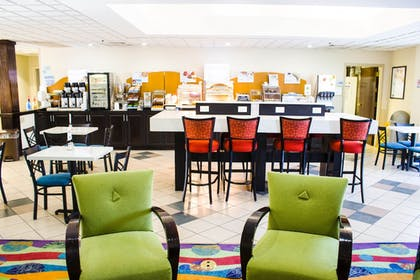 Restaurant | Holiday Inn Express Hotel & Suites Morehead Cty