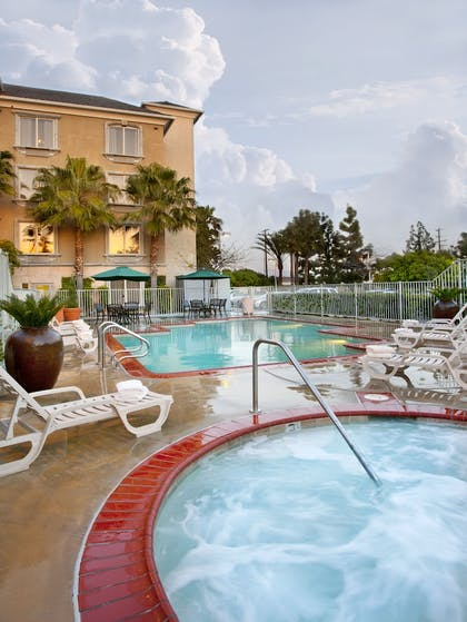 Outdoor Pool | Ayres Hotel Anaheim